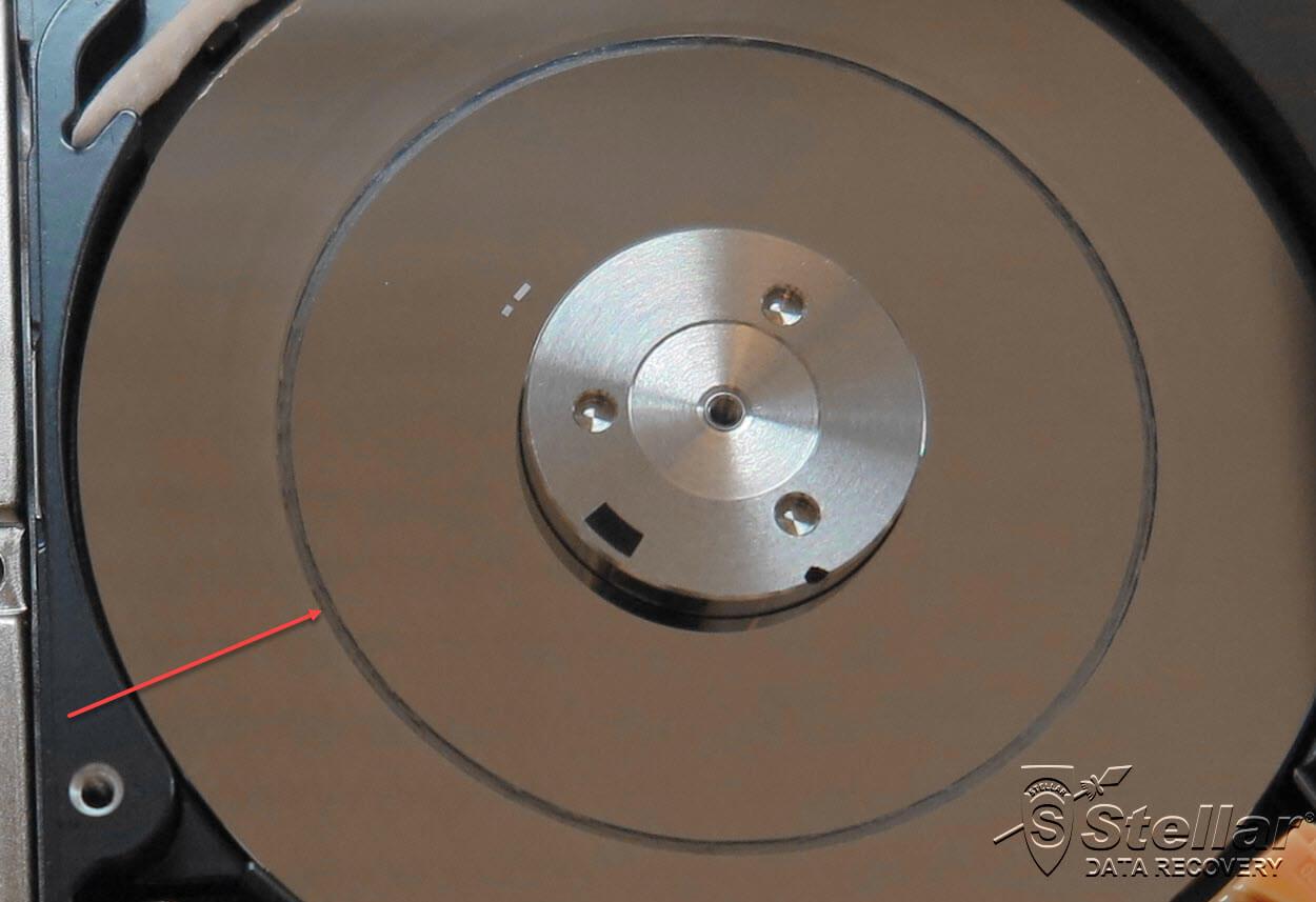 weggeschuurde magnetische datalaag van een harde schijf als gevolg van een logische recovery